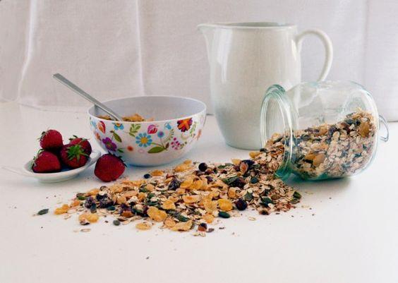 Frühstück mit selbst gemachtem Müsli  #cereal #resteverwertung #salvaged #improvisiert #mhd #bbd #replated  #vegan #rezeptimblog #resteausmeinerküche