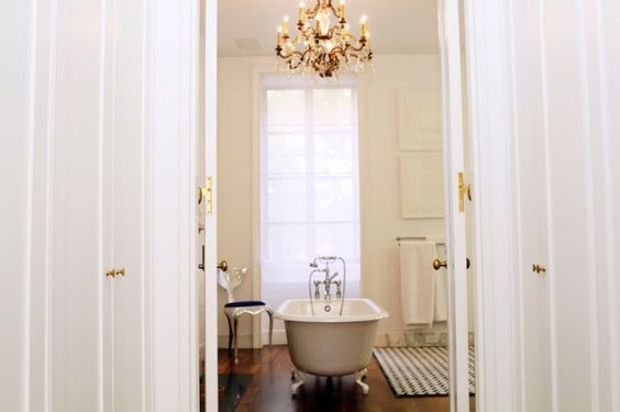 bathroom of tabitha simmons *   {into the gloss -- tabitha simmons, stylist & shoe designer}