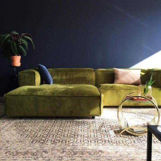 Deze modulaire sofa van Fest Amsterdam is de absolute best-seller van heel de collectie. Stevig en toch elegant, zo omschrijven we de sofa het best.Met de armen en rugleuningen op dezelfde hoogte, kunt u zich gemakkelijk in één van de hoeken comfortabel voelen.De zetel is helemaal naar wens samen te stellen door de v