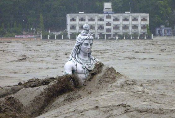 A submerged statue of the Hindu Lord Shiva stands amid the flooded waters of river Ganges at Rishikesh in the Himalayan state of Uttarakhand June 17, 2013. Early monsoon rains have swollen the Ganges, India's longest river, swept away houses, killed at least 60 people and left tens of thousands stranded, officials said on June 18, 2013. (Photo by Reuters/Stringer) http://avaxnews.me/fact/Heavy_Rain_Showers_in_India.html