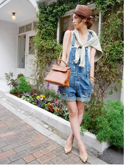 ハーフデニムのサロペットがキュート。たお姉ギャル系タイプのコーデ♡参考にしたいスタイル・ファッション