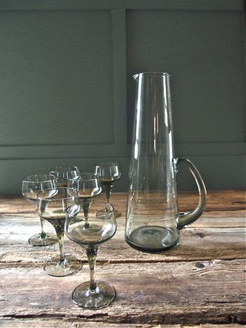 Smokey decanter and glasses / Found