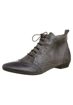 BRONX Shoe