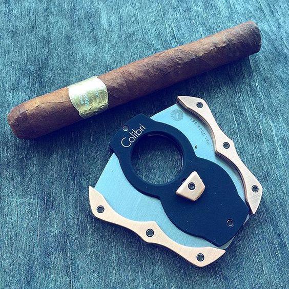 Up and at'om. Por Larranaga for breakfast.  #nowsmoking #breakfast #colibri #PorLarranaga #cuban #habana #KindCigars #cigars #cigarr #botl by jgu1971