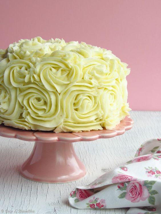 Coco e Baunilha: Rose layer cake with vanilla  raspberry buttercream ::: Bolo de rosas com creme de manteiga de baunilha e framboesa