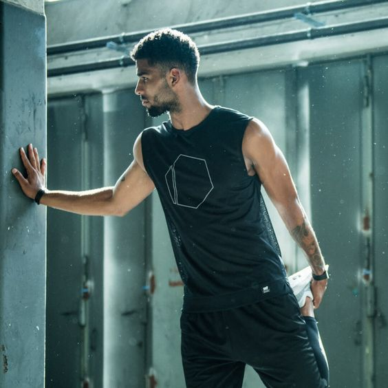 Shop high-quality sportswear, fitness gear and clothing at Freeletics Wear made for any sport. Check out the new collection.