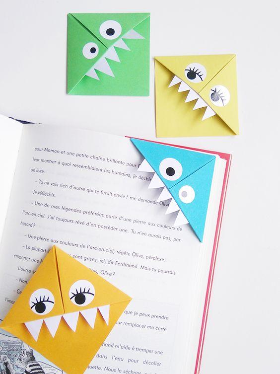 Voici une chouette idée de marque-page pour les p'tits lecteurs ! Ce pliage en papier est très facile à faire avec les enfants, vous pouvez en faire de toutes les couleurs. Vos livres vont faire des envieux.