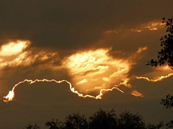 Gewitterfront verdunkelt Sonnenaufgang !