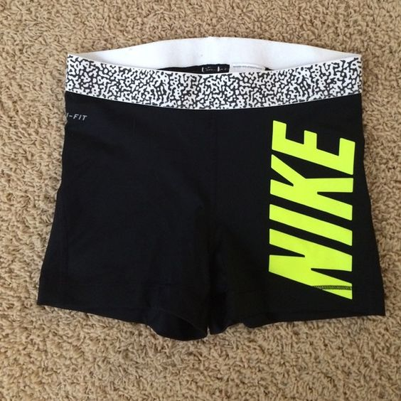 Nike spandex. Only willing to trade for mediums in these exact ones or I will sell. These have been worn once. In perfect condition Nike Pants