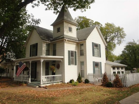 215 S Buckeye St  Iola, KS 66749 Old houses in Southeast KS are AMAZING!!!!