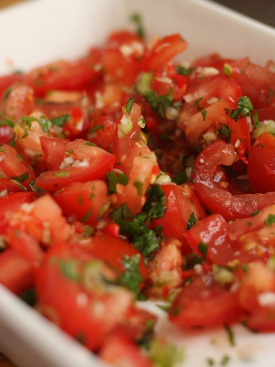 How lip-smackingly gorgeous does this tomato salsa look? <3<3