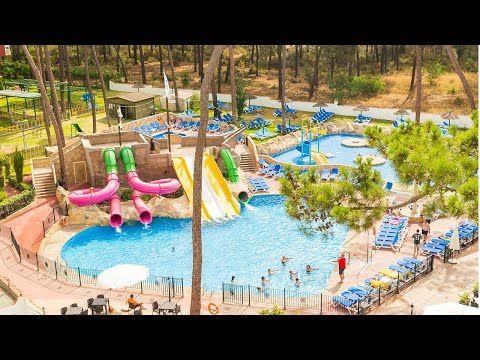 Los Mejores Hoteles Con Toboganes De Andalucía Animación Y Todo Lo Que Los Pequeños De La Casa Necesitan Para Pasar Las Mej Parque Acuatico Hoteles Toboganes