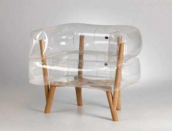Pour son projet de fin d'année à la « bezalel academy of art and design » à Jerusalem, la designer Tehila Guy a proposé ce fauteuil baptisé Anda.  Ce meuble en kit qui mélange un support gonflable et une armature en bois est inspiré des meubles des années 60 où l'on utilisait très souvent le système de gonflage. Tehila Guy a voulu moderniser cette inspiration en faisant apparaître la structure minimale en bois, ce qui ajoute un côté contemporain et étrange au fauteuil.