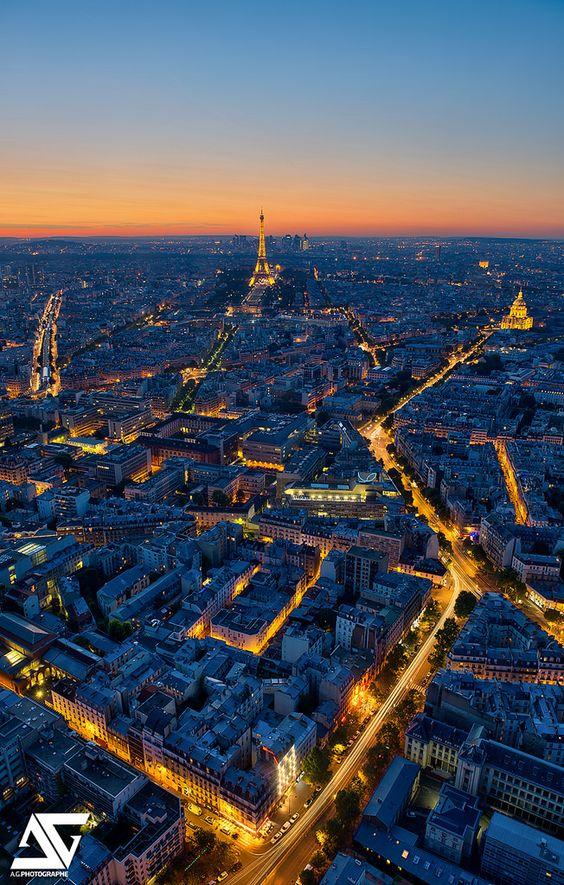 Tour Eiffel, Paris, France Facebook / Google+ / Instagram