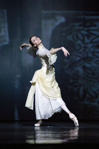 "thedailyballet:    Dominika Krysztoforska in Alexei Ratmansky's ""Anna Karenina.""  Photo (c) Ewa Krasucka/Teatr Wielki."