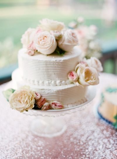 Classic cake: http://www.stylemepretty.com/little-black-book-blog/2015/02/12/classic-elegance-at-the-glenbrook-club/ | Photography: Elisabeth Millay - http://www.elisabethmillay.com/