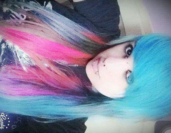 Cabelo colorido da minha migs♡