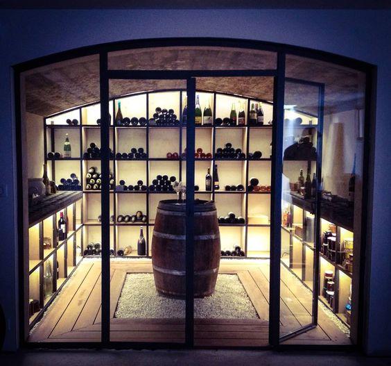 Une cave à vin vitrée et sécurisée