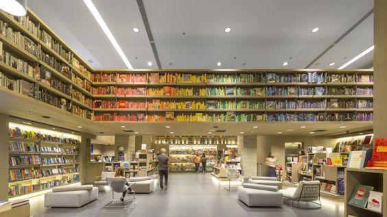 El Studio Arthur Casas ha sido el encargado de diseñar la nueva librería Saraiva situada en un centro comercial de Río de Janeiro.