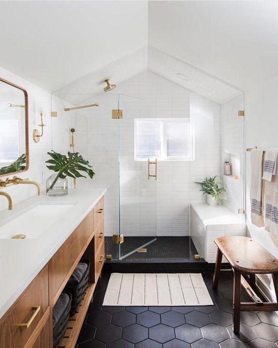 Beautiful bathroom ideas and inspiration - wood, black and white bathroom #bathroomdecor