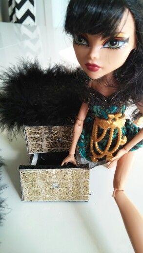 La table de nuit de Cleo de Nile par Valérie-Eve Plourde et Chanel Renaud