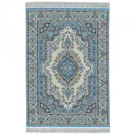 Orient Teppich, gewebt, 15x23 (30430). Abmessungen, inkl. Fransen: gewebt, 150 x 230 mm. Seit Jahrhunderten überlieferte Muster der schönsten Teppiche wurden präzise verkleinert und aus feinsten Garnen gewebt. Alle Teppiche, Läufer und Brücken haben nur eine Stärke von 0,5 mm und liegen deshalb besonders glatt und flach auf dem Boden. Die im Original weißen Teppichfransen sind zur besseren Sichtbarkeit dunkler abgebildet.