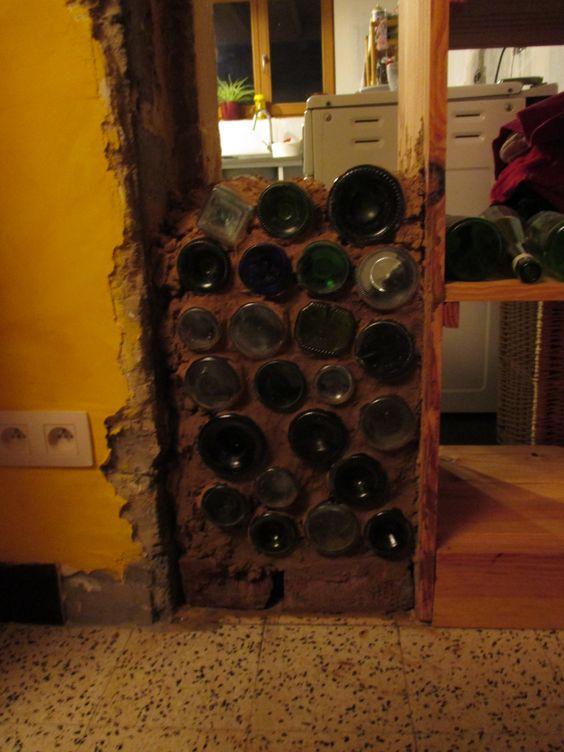mur en briques de bouteille en verre des culs de. Black Bedroom Furniture Sets. Home Design Ideas