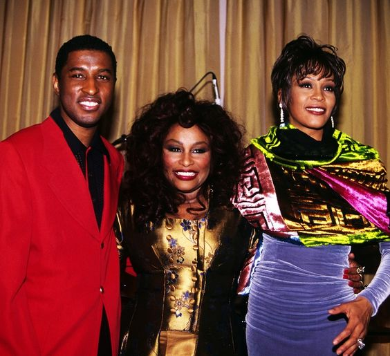 "Kenneth "" Babyface Edmonds "" Chaka Khan, and Whitney Houston "" What a great photo "" 🎼🎼🎤🎤🎤"
