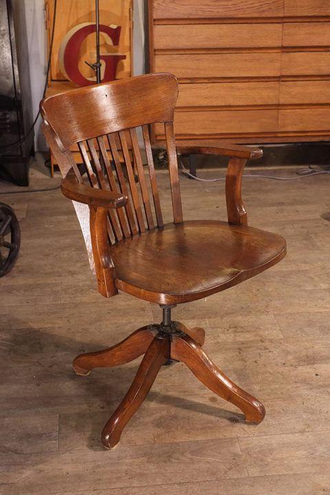Fauteuil Americain Ancien Plus D Info Sur Http Ift Tt Ti9apm Deco Design Antiquitesdes Chaise De Bureau Vintage Decor De Bureau Masculin Mobilier Design