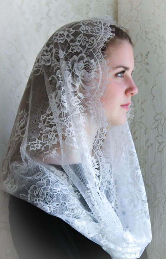 Evintage Veils Cream White Spanish  Lace Chapel Veil Mantilla