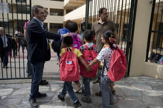 La escolarización de niños refugiados en escuelas griegas despierta el rechazo social