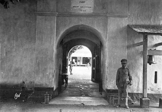 Pintu Masuk Ke Benteng Nieuw Amsterdam Di Manado Sulawesi Utara 1930 Benteng Amsterdam Indonesia