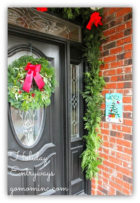 Nothing says Christmas like fresh greenery inviting your guests into your home! Ideas for Holiday Entryways #PFDecorates
