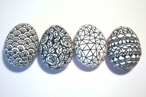 @Virginia Owen Philippy - Zentangles on eggs!    This blog has lots of great illustrations using the doodles!