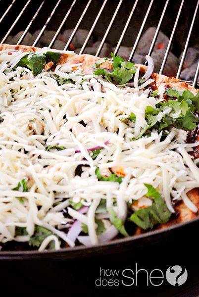 Easy Pizza on the Grill! Can't wait to try it! #pizza #howdoesshe