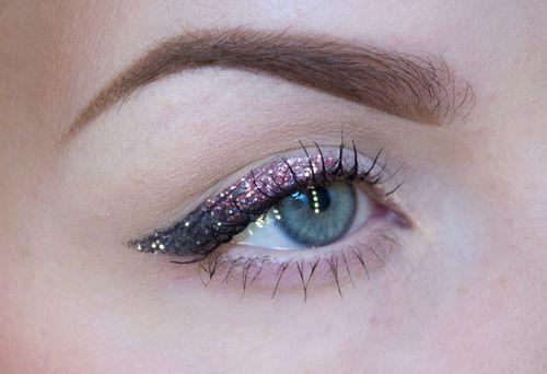 glitter eyeliner: