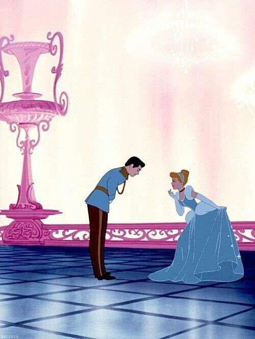お辞儀をしあうシンデレラと王子