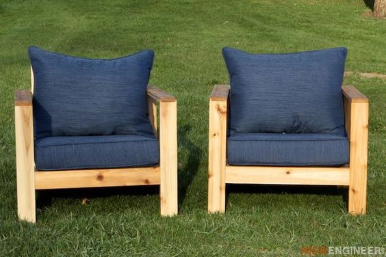 Two really cool, modern looking DIY outdoor chair ideas.