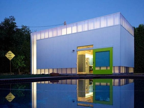 Pool House by Koning Eizenberg Architecture