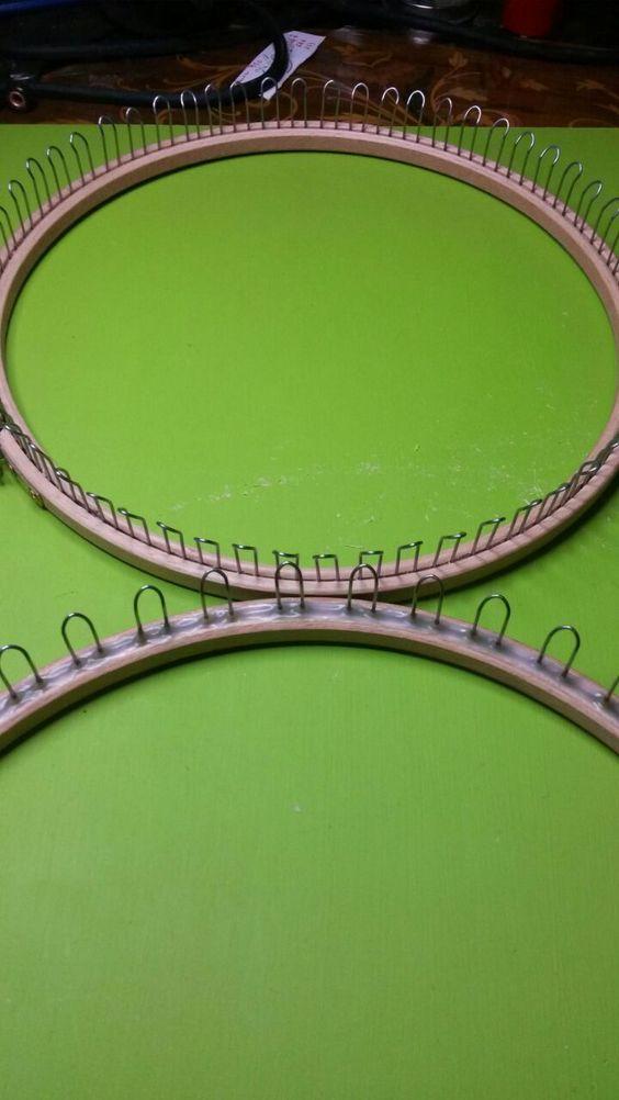 Telaio rotondo raggio realizzato con tensorio misura 24 per ricamare fazzoletti filo d'acciaio armonico dello spessore di 1 mm e colla vinilica.