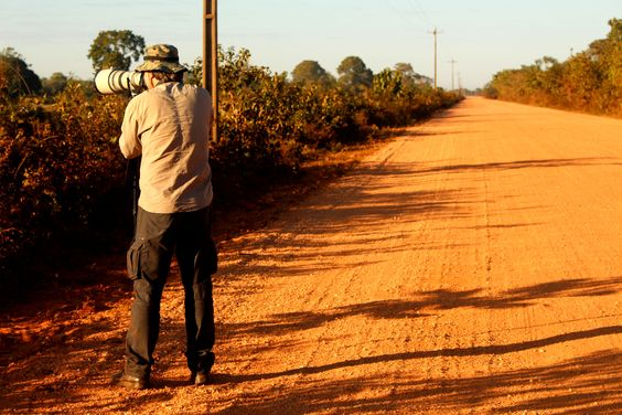 Mario Friedlander trabalhando e a Sarah no Making of.   Transpantaneira, Mato Grosso