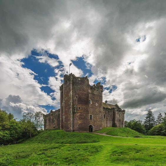 """20Lugares de""""Juego deTronos"""" que enrealidad síexisten Castillo Winterfell — Doune, Castillo de Stirling. Escocia"""