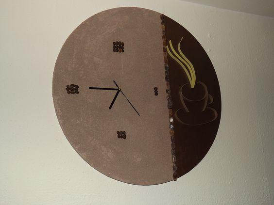 IT`S COFFEE TIME Collage aus Acrylpainting, Paper Quilling, Kaffeebohnen und Kandiszucker mit Quarzuhrwerk. Mehr auf: http://www.hardysgalerie.de