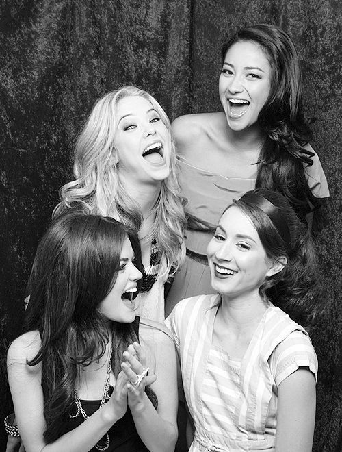 Pretty Little Liars- Lucy Hale, Troian Bellisario, Ashley Benson, Shay Mitchell