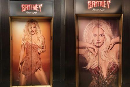 プラネット・ハリウッドでは、エレベーターの扉までブリトニー。3種類。