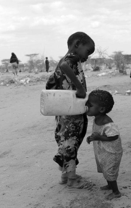 Ancora oggi le crisi incidono pesantemente sulla vita delle fasce più deboli. Tante famiglie, bambini e tante persone sole chiedono un piatto caldo, un aiuto che altrove non trovano. Non possiamo spegnere i riflettori sulla povertà.