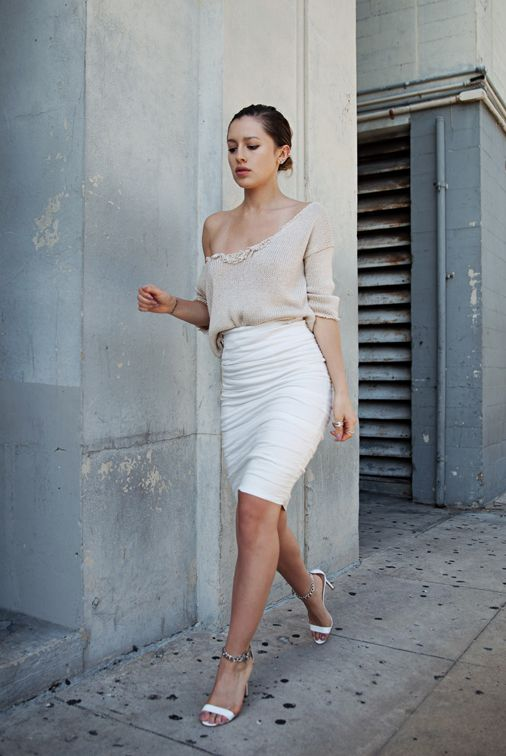 Blogger Karla Deras of Karla's Kloset wearing Artelier #NicoleMiller http://www.nicolemiller.com/sandy-skirt #stylechat
