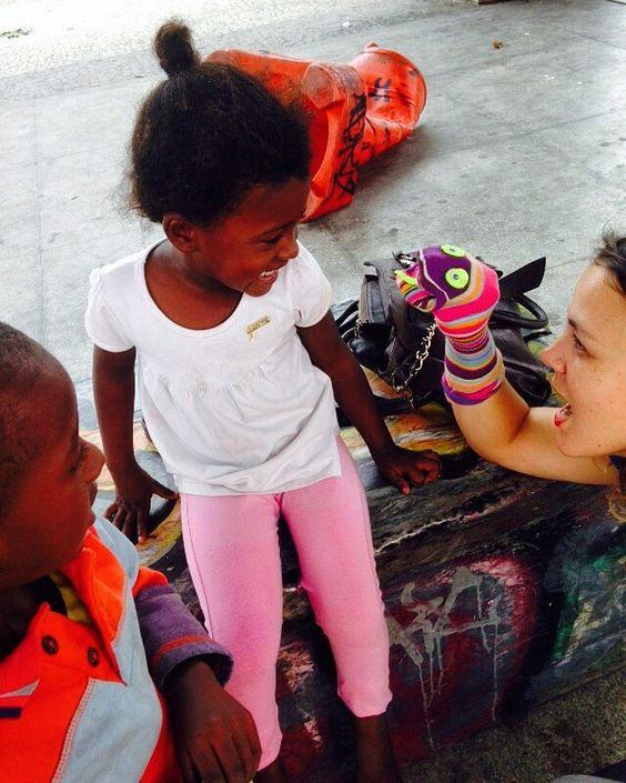 Café solidário! Como é  edificante Fazer crianças sorrir!   #Trup #Power #MovaSe #Alegria #DeusFiel #crianças #YWAM by jubafmatos http://bit.ly/dtskyiv #ywamkyiv #ywam #mission #missiontrip #outreach