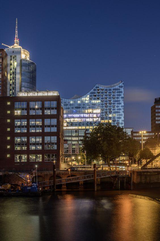 Hanseatic Trade Center und die Elbphilharmonie | Bildschönes Hamburg