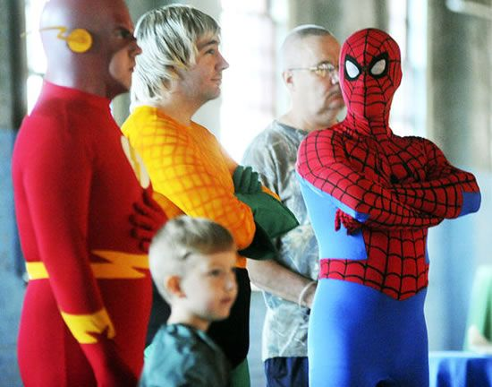 Super wedding- Flash, Aquaman & Spider-man.... Where is the child's costume?!